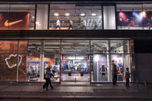 фото витрины магазина Nike
